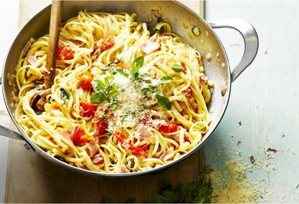 Spaghetti with pancetta, basil and capsicum