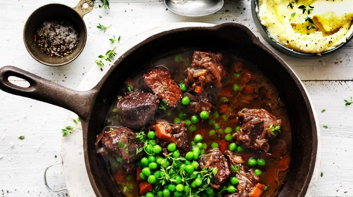 Red wine braised beef with mashed potatoes and peas