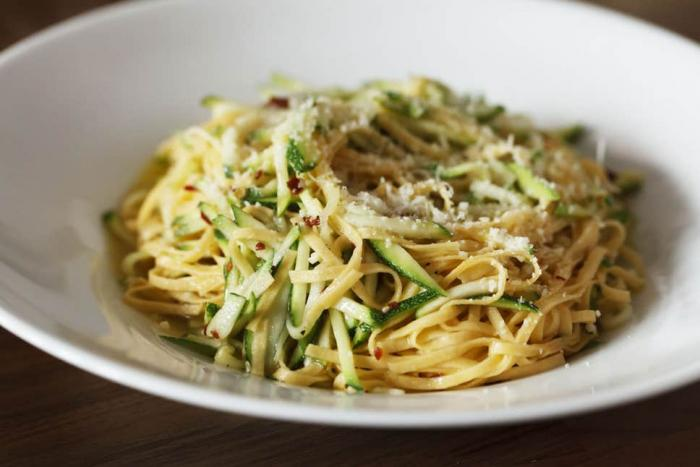 Spaghetti with courgettes, chilli and parmesan
