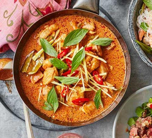 Thai red chicken curry with lime and basil